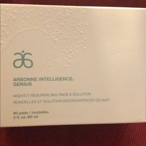 Arbonne Intelligence night resurfacing pads